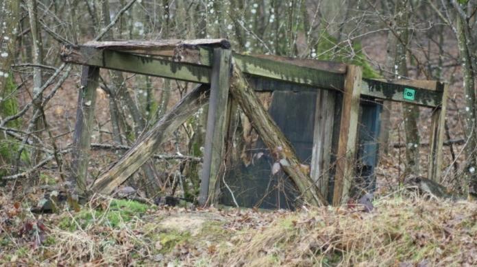 un-des-miradors-renverse-dans-un-fosse-photo-gerard-lagarde-1487185535
