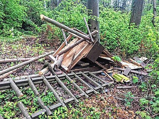 Die zerstörte Jagdkanzel