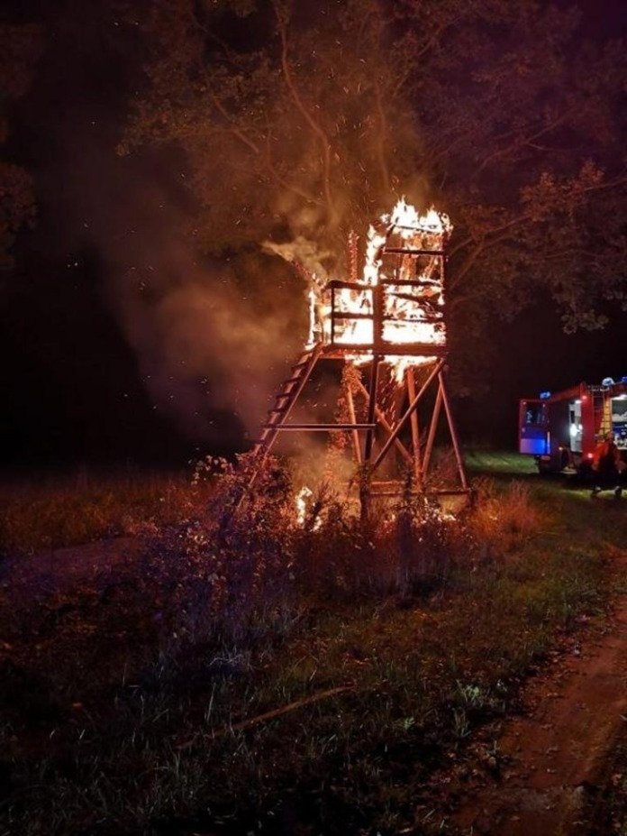 4 torres de caza incendiadas en Alemania.