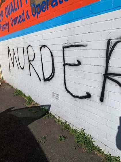 Carnicería atacada con pintadas en Australia.